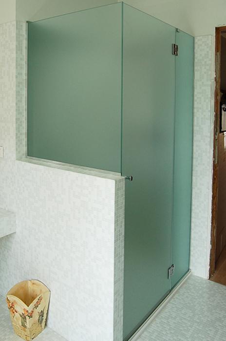Vetro doccia su misura boiserie in ceramica per bagno - Cabine doccia su misura ...