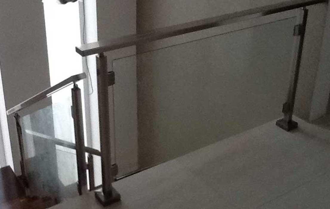 Nuova cristalvetri vetreria a barletta dal 1960 - Parapetti in vetro per scale ...