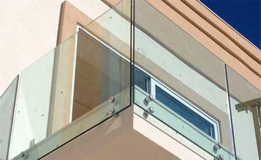 Nuova cristalvetri vetreria a barletta dal 1960 parapetti in vetro per esterni - Parapetti in vetro per scale ...