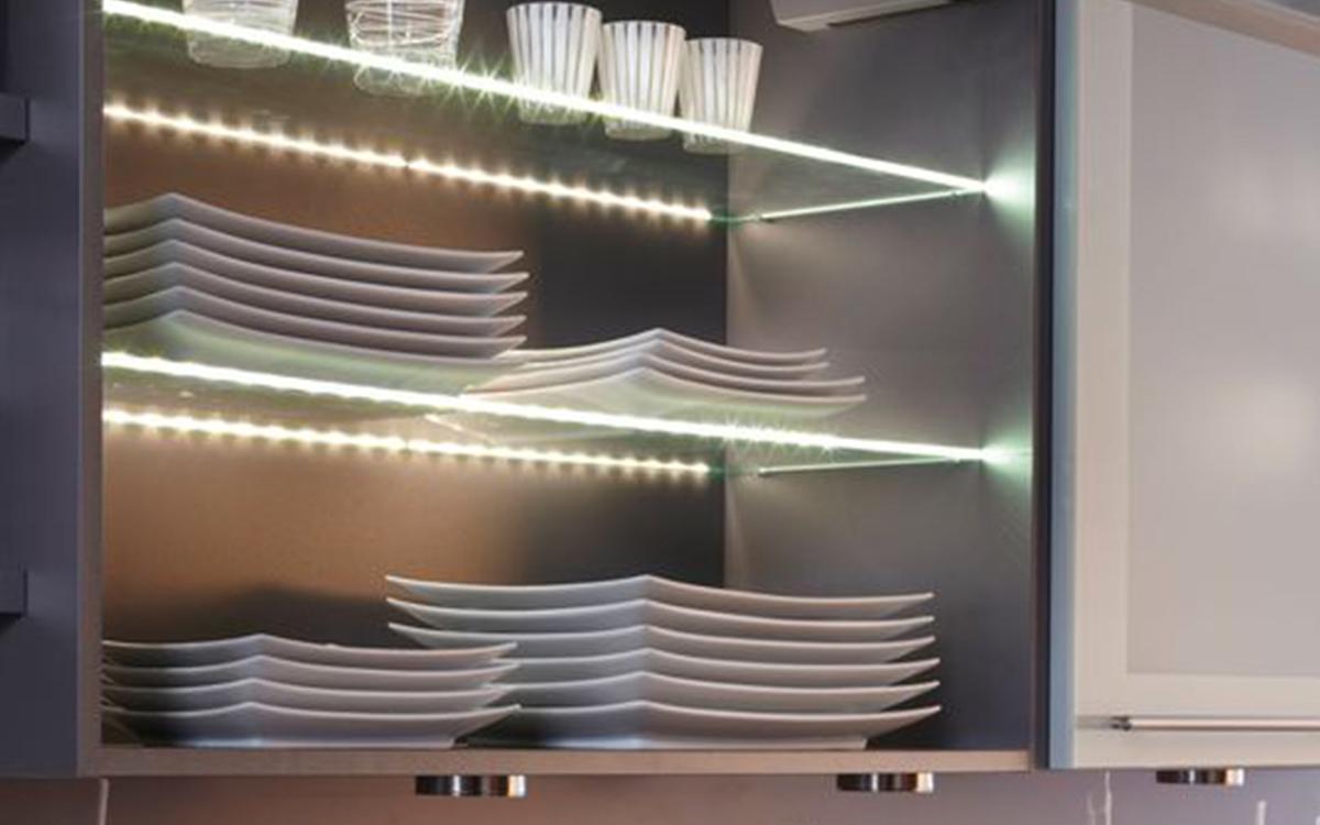 Mensole soggiorno vetro idee per il design della casa - Mensole acciaio per cucina ...
